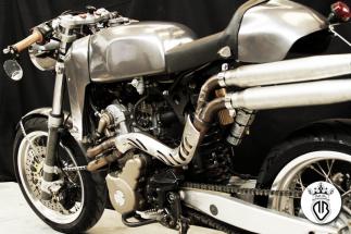 moto rivestita in acciaio gunsmoke con lucidatura.
